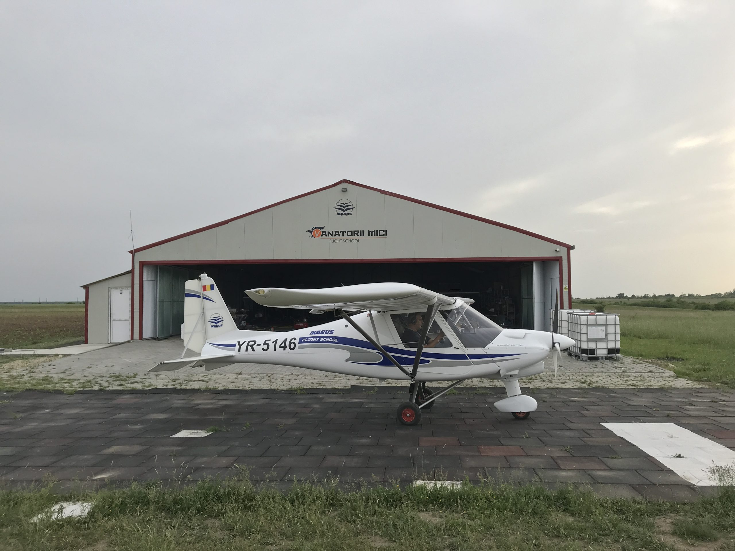 zbor cu avionul vanatorii mici